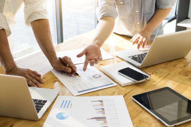trabalhando-de-casa-entao-vai-precisar-da-ajuda-de-uma-agencia-de-marketing-digital-vox